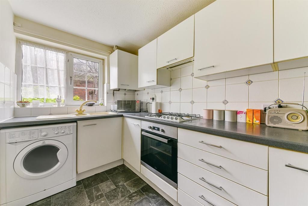 2 Bedroom Terraced for sale in Epsom, Delaporte Close