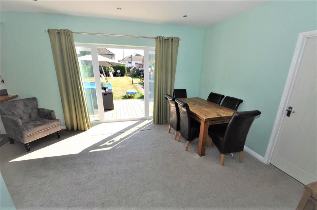 4 Bedroom Detached Bungalow for sale in Rainham, Orchard Avenue