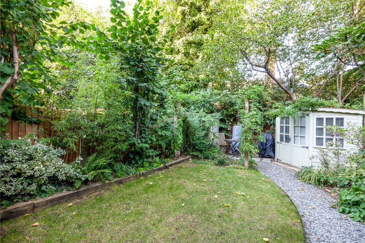 2 Bedroom Flat for sale in Highgate, Talbot Road