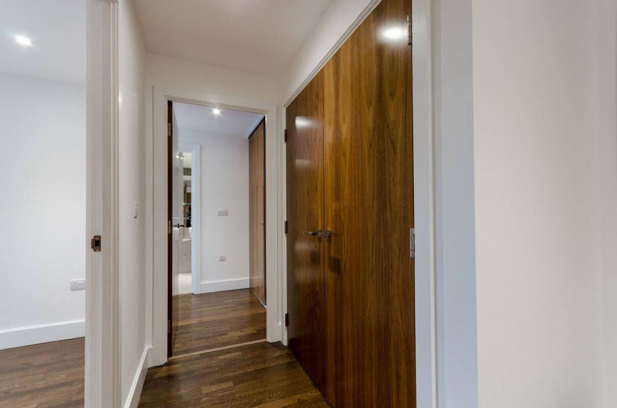 2 Bedroom Flat for sale in Kingston Upon Thames, Henry Macaulay Avenue