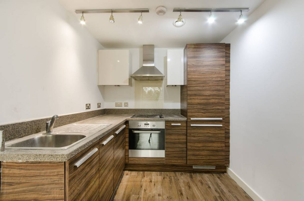 2 Bedroom Flat to rent in Southall, The Green