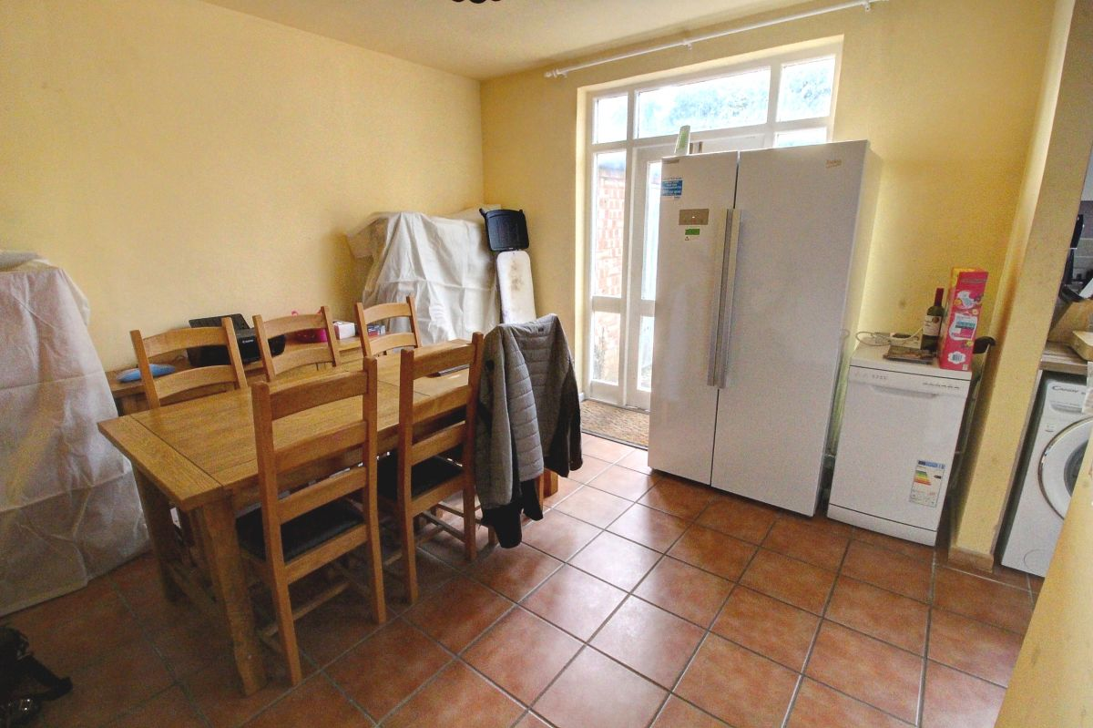 3 Bedroom Semi-Detached for sale in Leicester, Kingsmead Close