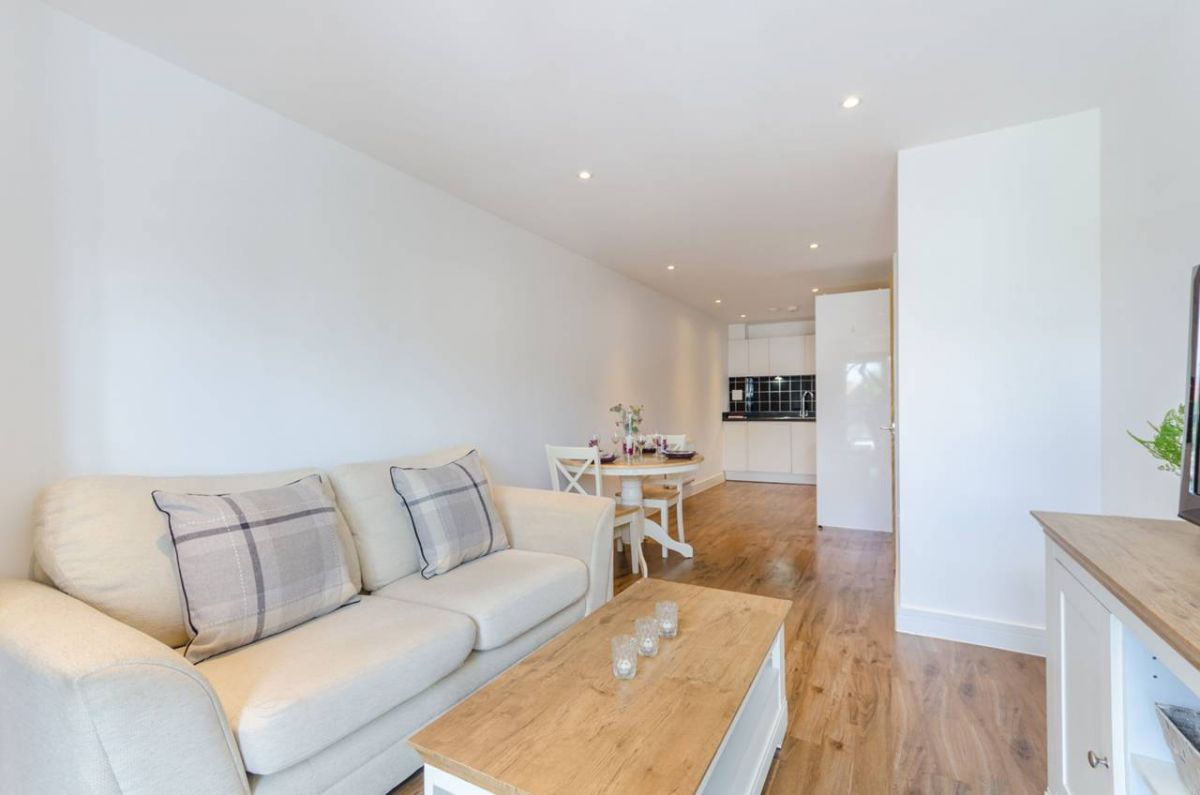 1 Bedroom Flat for sale in Surbiton, Red Lion Road
