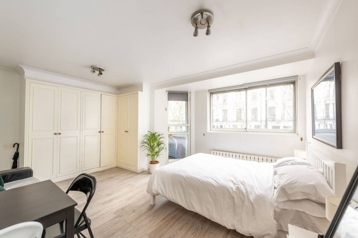 Studio for sale in Earls Court, Sherbourne Court