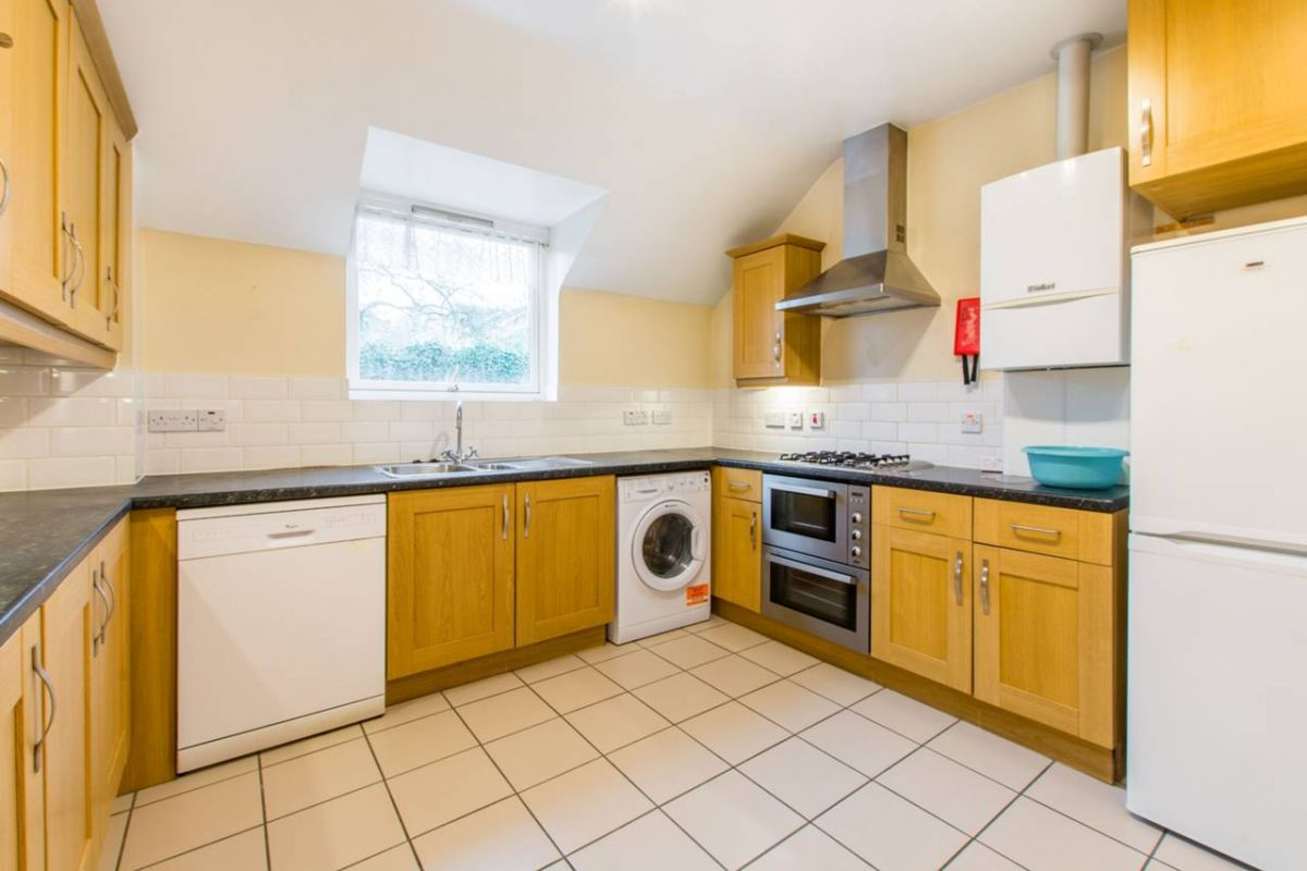 2 Bedroom Flat to rent in Barnet, Elland Close