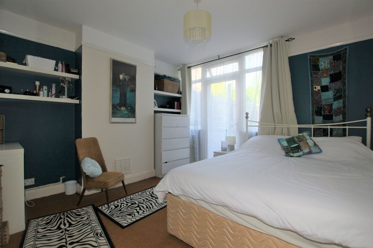 1 Bedroom Maisonette for sale in Mitcham, Church Path
