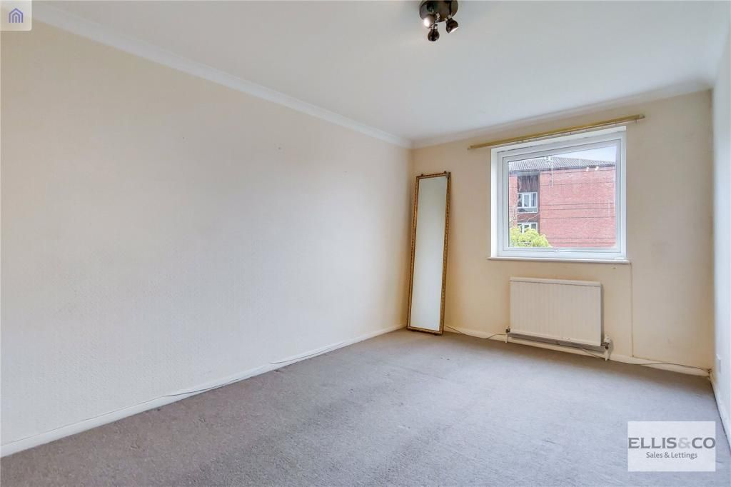 2 Bedroom Apartment for sale in Enfield, Datchworth Court