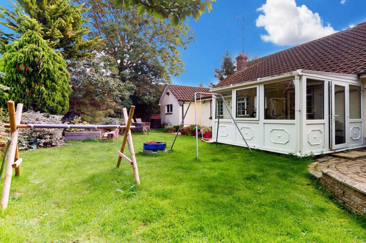 3 Bedroom Detached for sale in Colchester, Knights Road