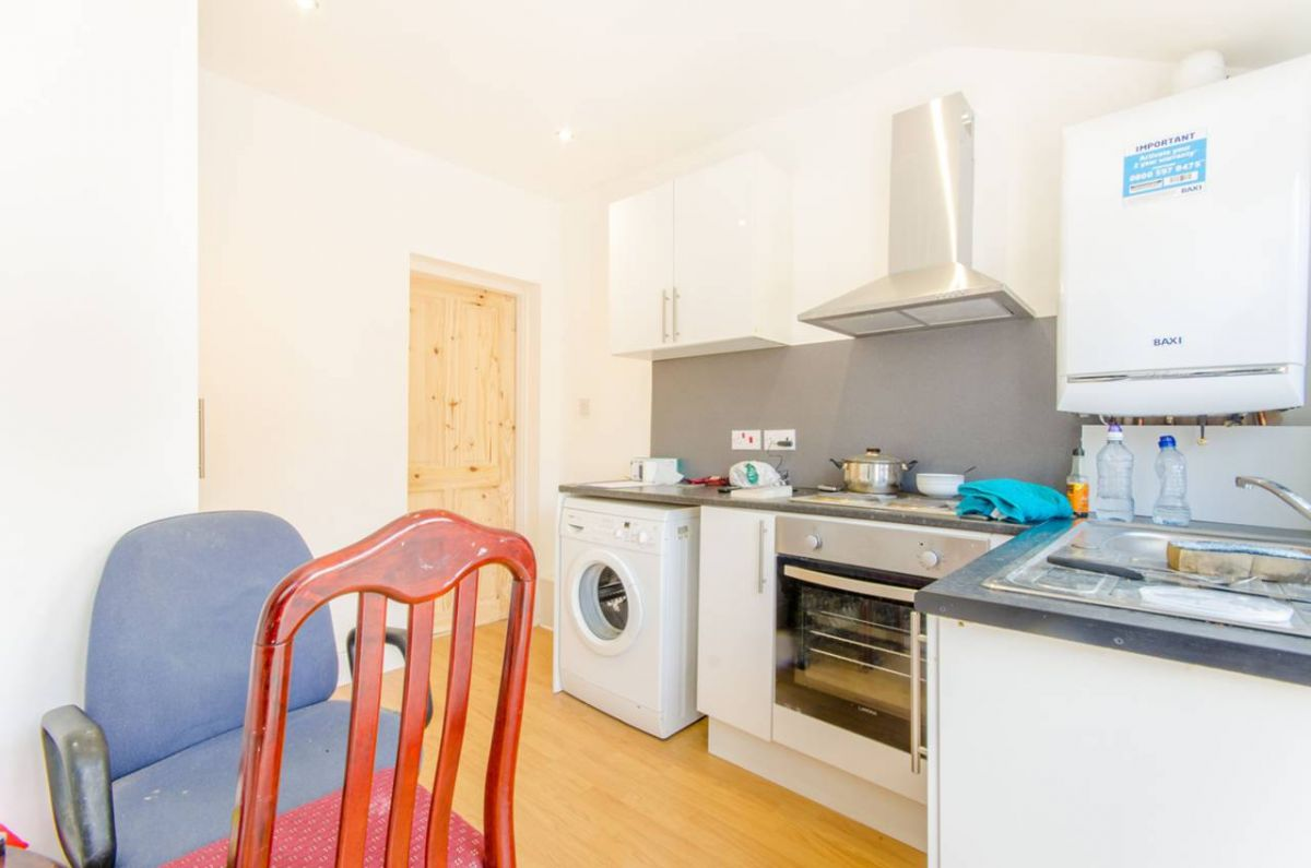 1 Bedroom Flat for sale in Plaistow, Cecil Road