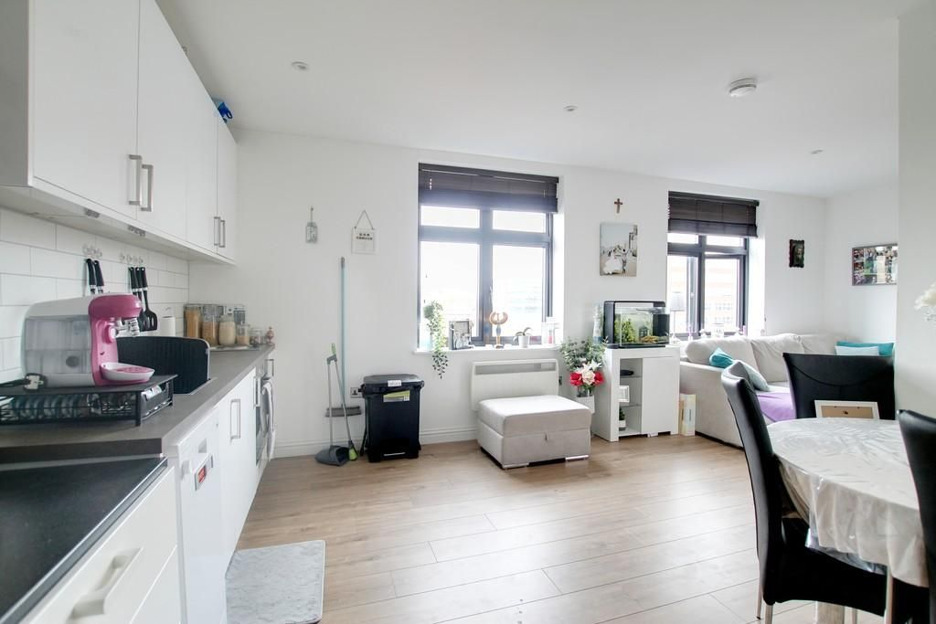 Studio for sale in Worthing, Chapel Road