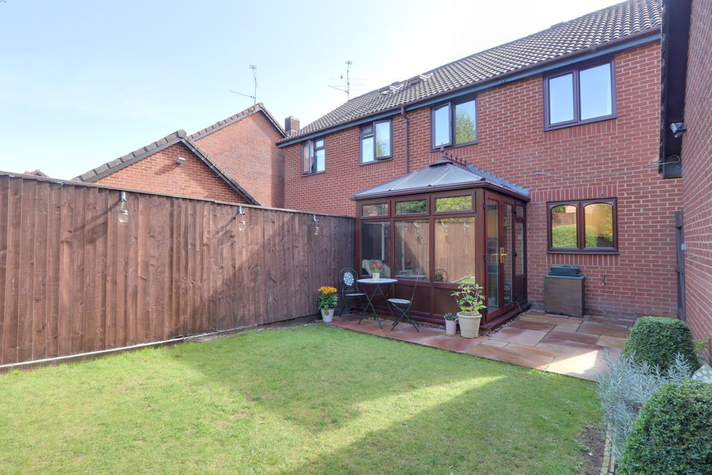 3 Bedroom Semi-Detached for sale in Basingstoke, Pinnell Close