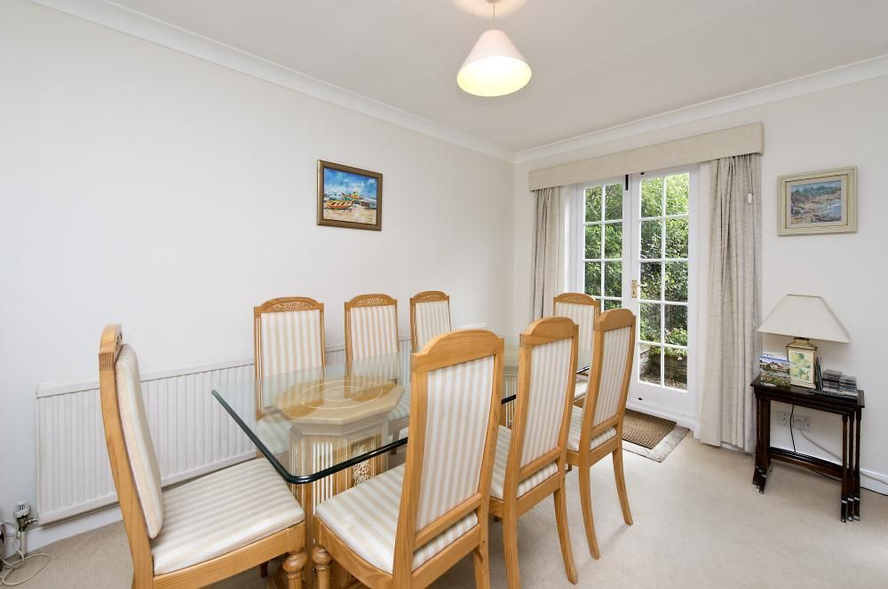 3 Bedroom Detached to rent in Barnes, Glentham Road