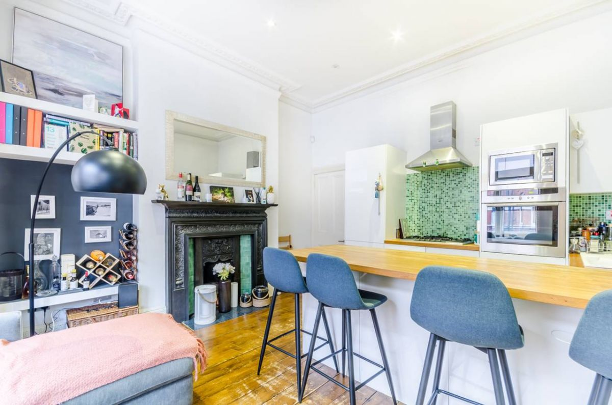 1 Bedroom Flat for sale in West Kensington, Castletown Road