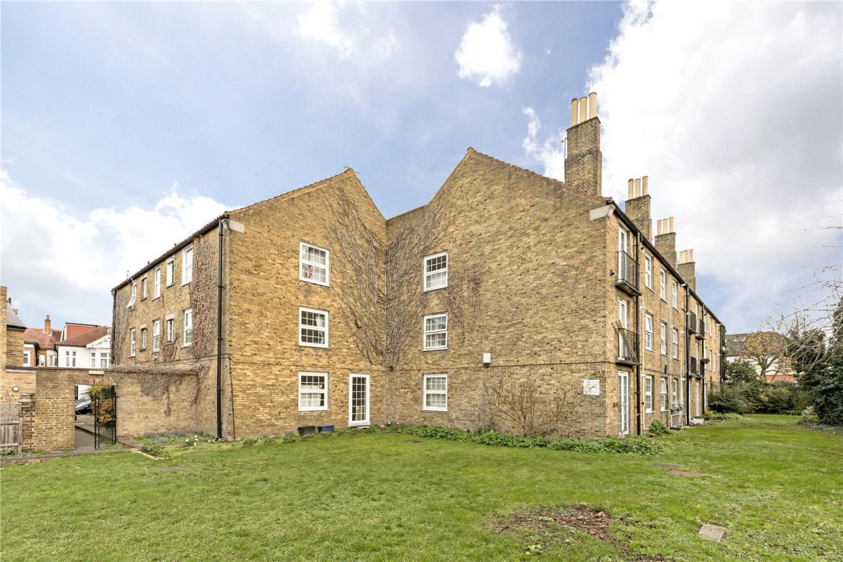 3 Bedroom Flat to rent in Richmond On Thames, Bedford Court