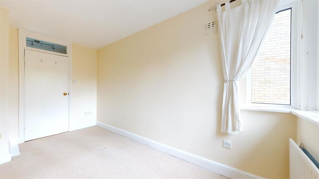 1 Bedroom Flat to rent in Isleworth, Manor House Way