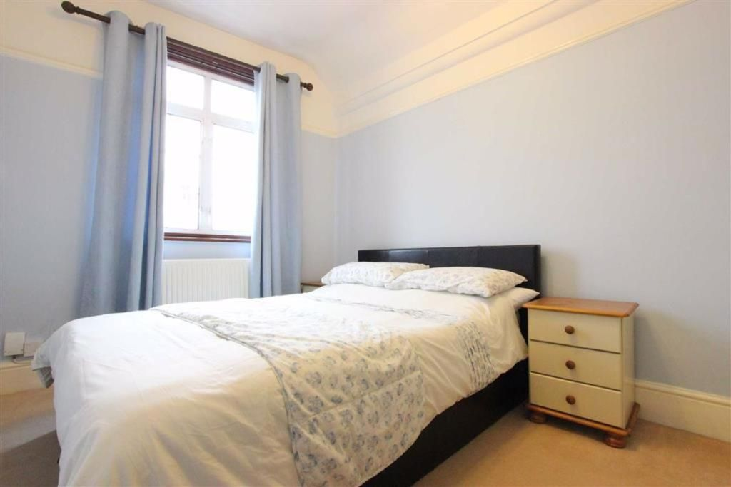 2 Bedroom Flat for sale in Winchmore Hill, Queens Avenue