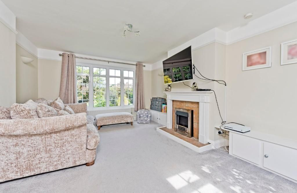 3 Bedroom Detached for sale in Epsom,  White Ladies