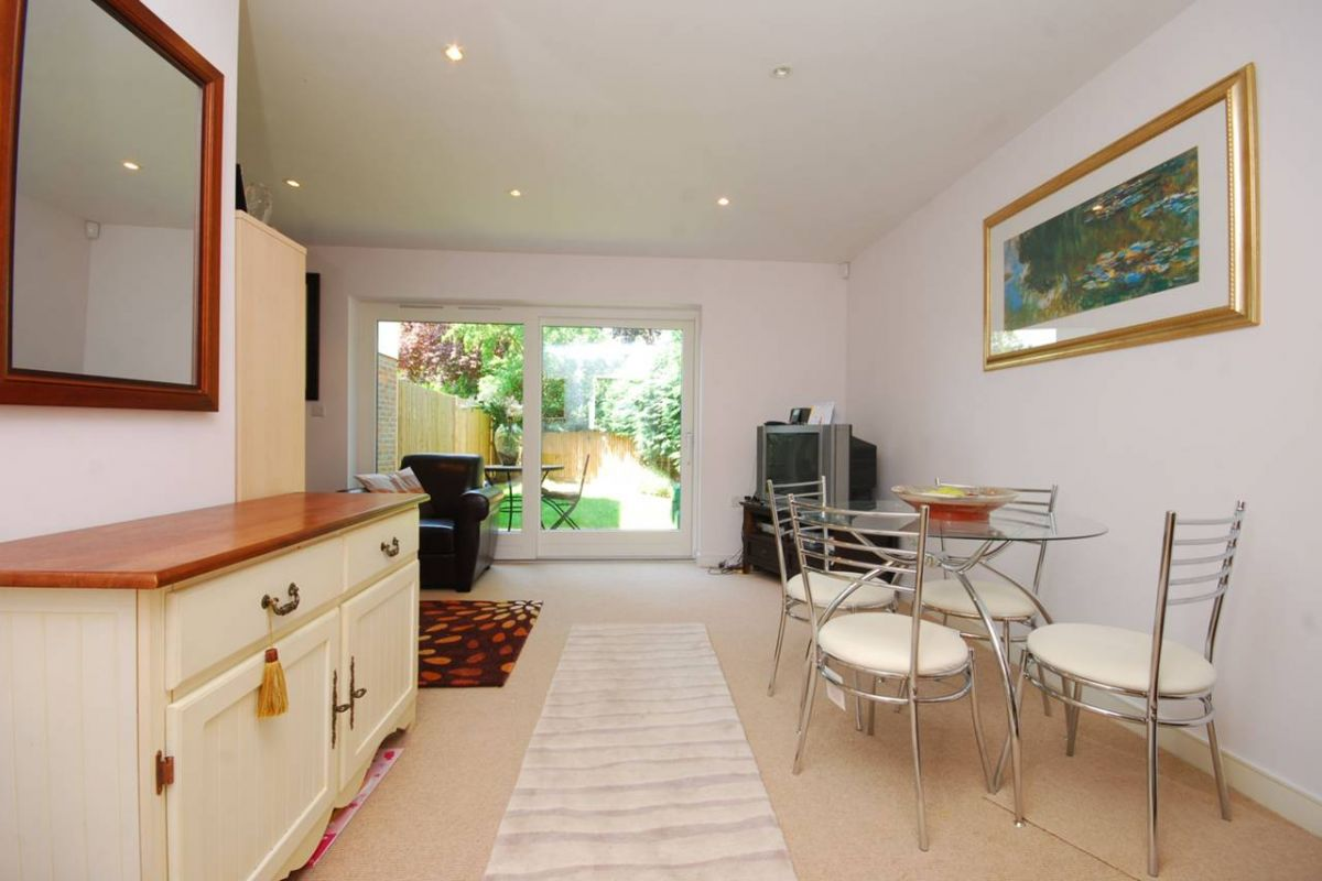 3 Bedroom Semi-Detached to rent in Guildford, Oak Tree Gardens