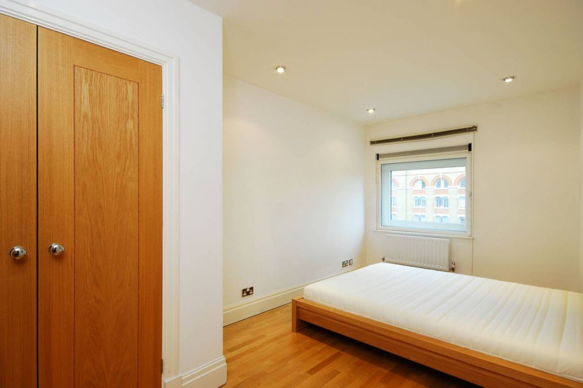 2 Bedroom Flat to rent in West Kensington, Beckford Close