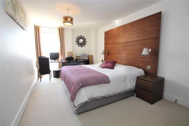 2 Bedroom Flat for sale in Eltham, Sherard Road