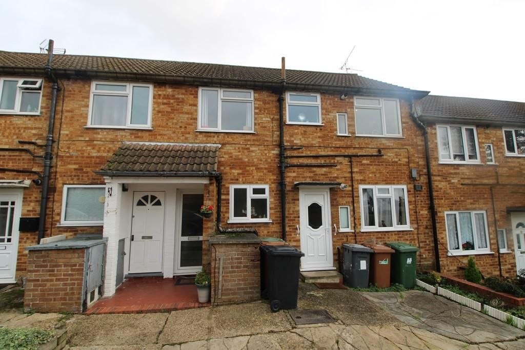 2 Bedroom Maisonette for sale in Potters Bar, The Grove