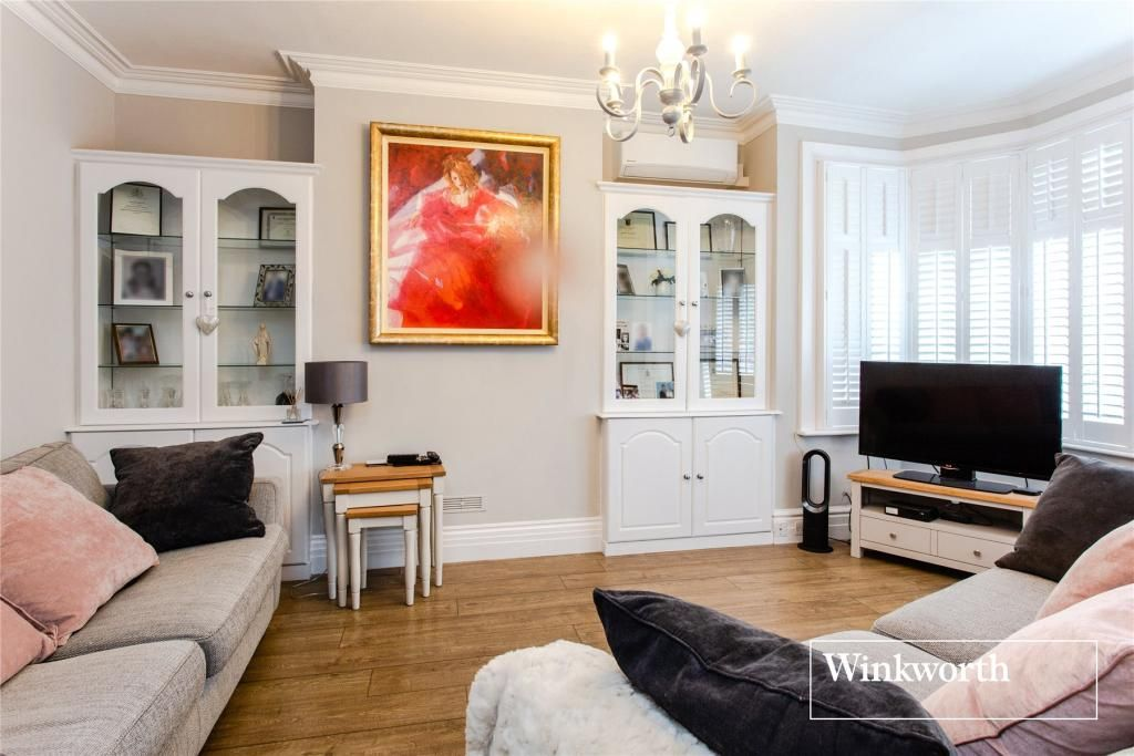 5 Bedroom Semi-Detached for sale in Barnet, Normandy Avenue