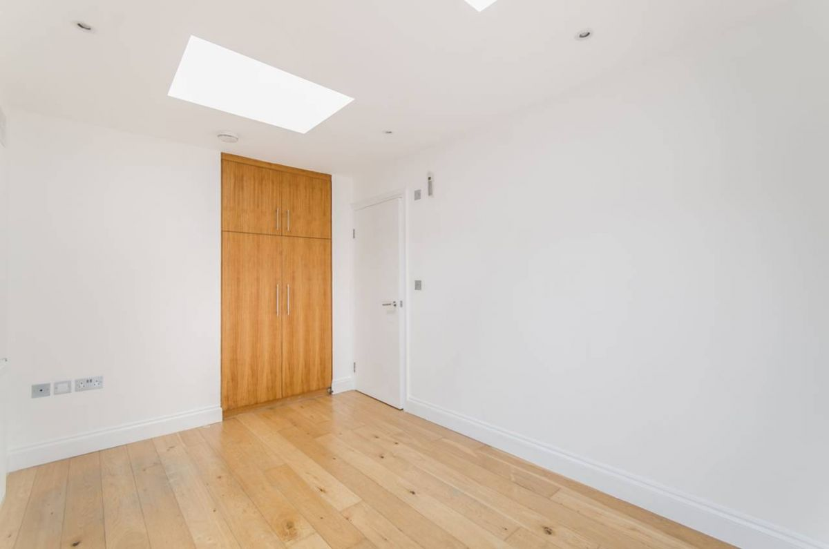3 Bedroom House to rent in West Kensington, North End Road