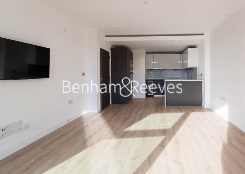 2 Bedroom Apartment to rent in Hammersmith, Sovereign Court