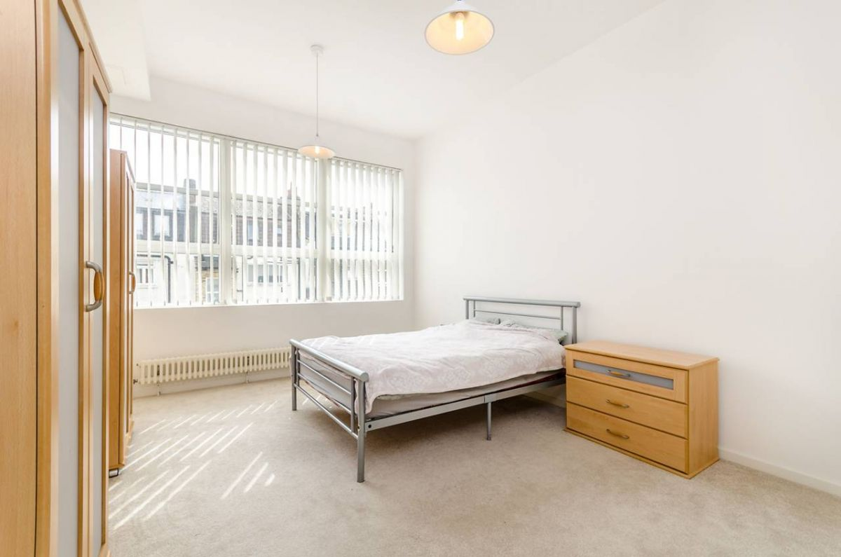 2 Bedroom Flat for sale in Camberwell, Bethwin Road