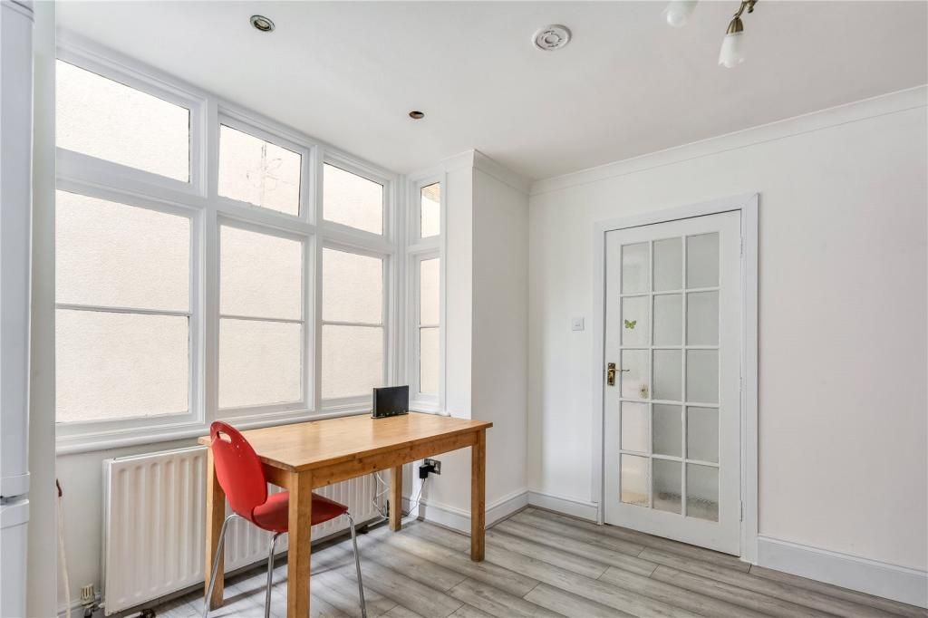 4 Bedroom Terraced to rent in Plaistow, Grange Road