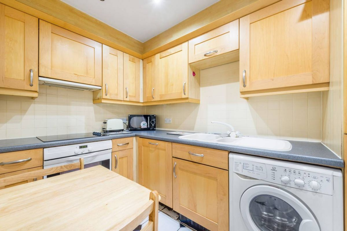1 Bedroom Flat for sale in West Kensington, Ibberton House