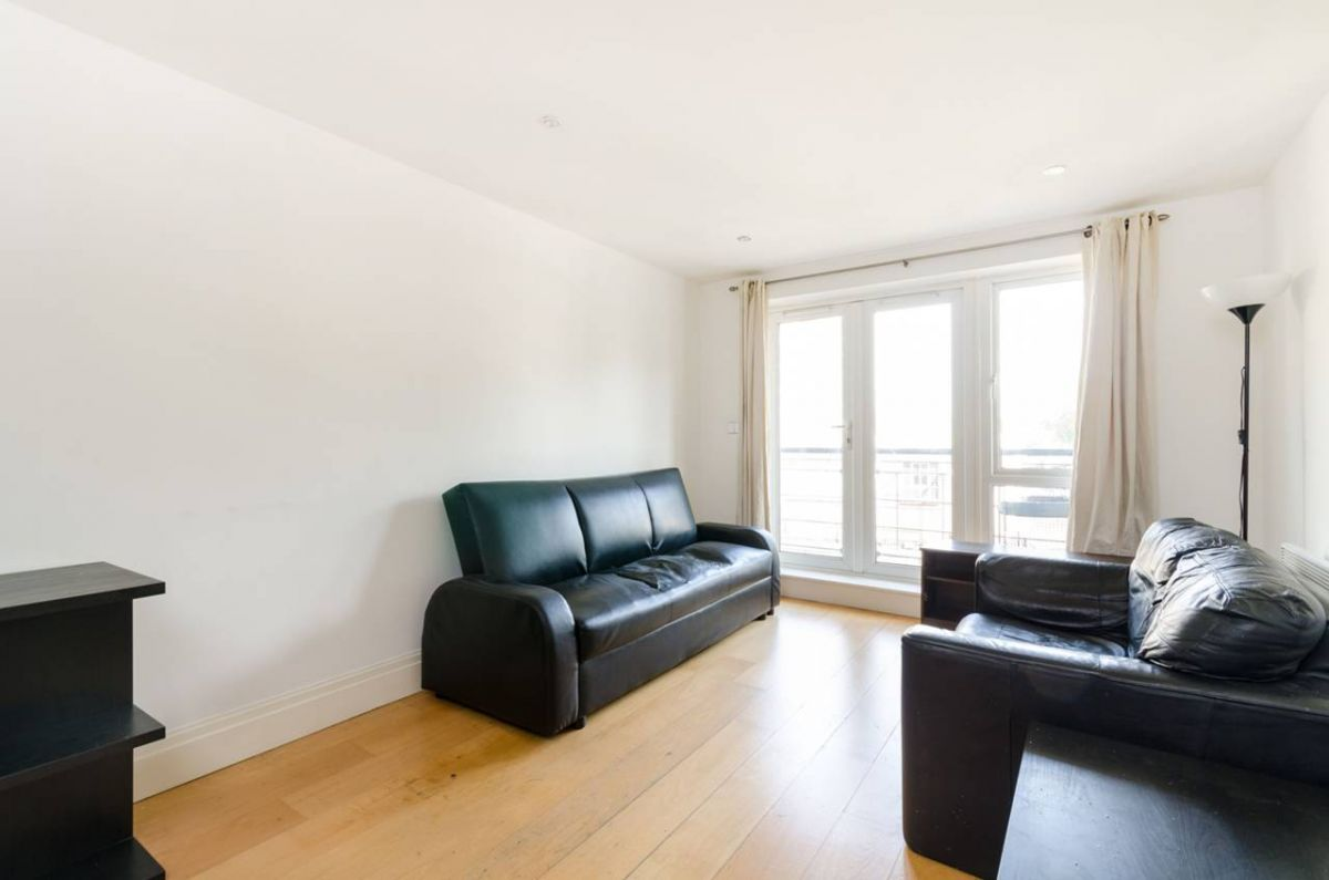 2 Bedroom Flat to rent in Kingston Upon Thames, Royal Quarter