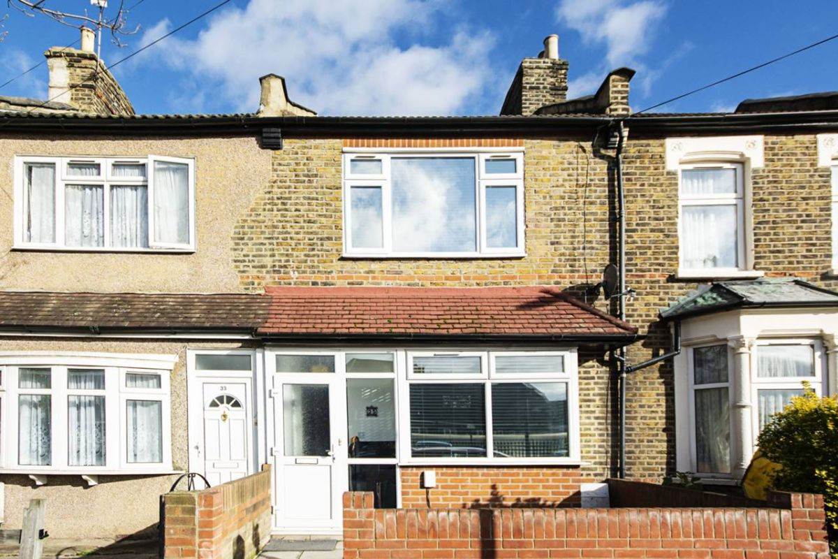 5 Bedroom House for sale in Plaistow, Tunmarsh Lane