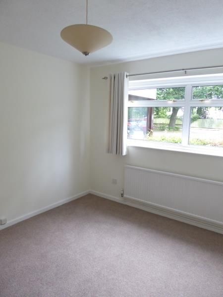 2 Bedroom Flat to rent in Weybridge, Holmesdale