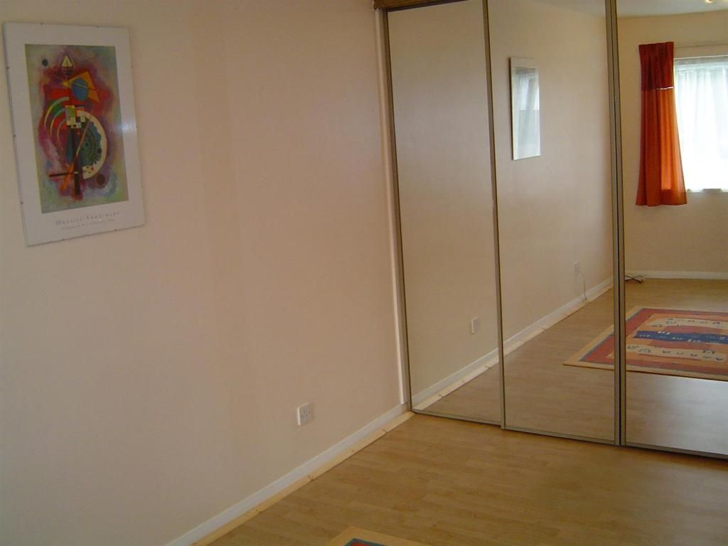 2 Bedroom Flat to rent in South Woodford, Gordon Road