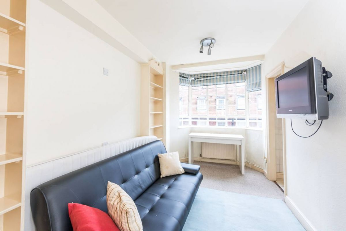 Studio to rent in Chelsea, Sloane Avenue