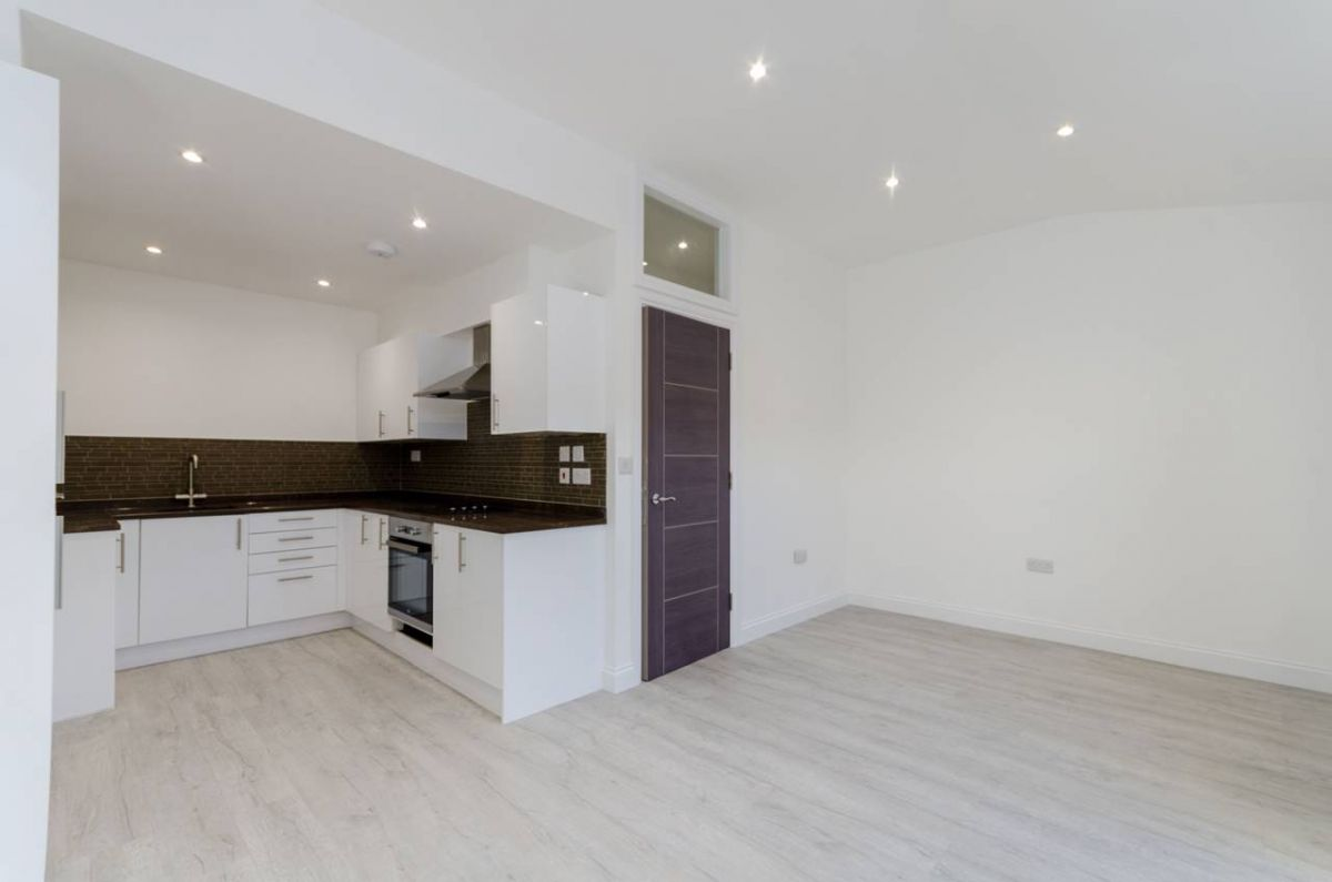 2 Bedroom Flat to rent in Croydon, Mitcham Road