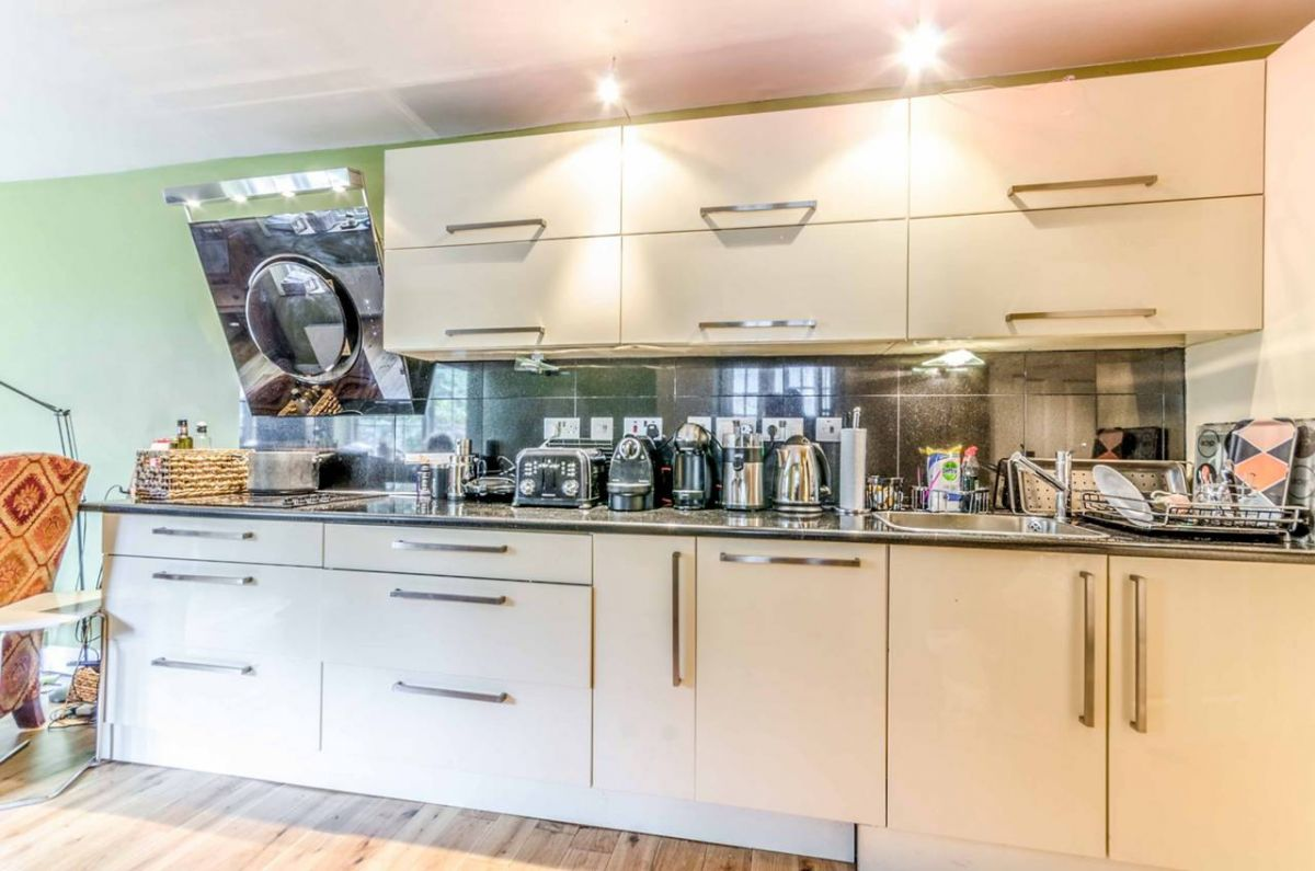 2 Bedroom Flat for sale in Holloway, Cardozo Road