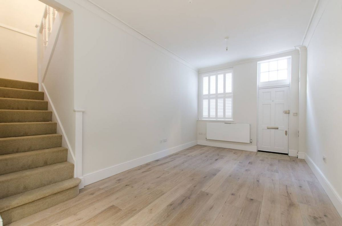 2 Bedroom Mews to rent in Chelsea, Ovington Mews
