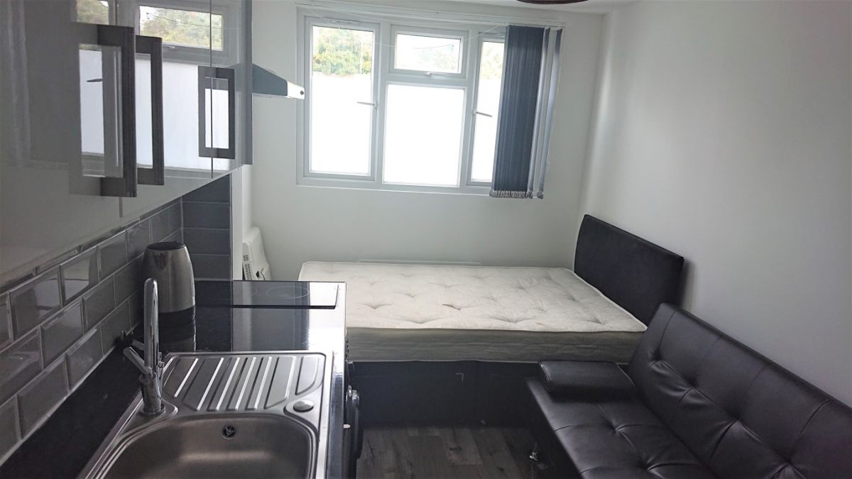 Studio to rent in Mitcham, Lindsey Close