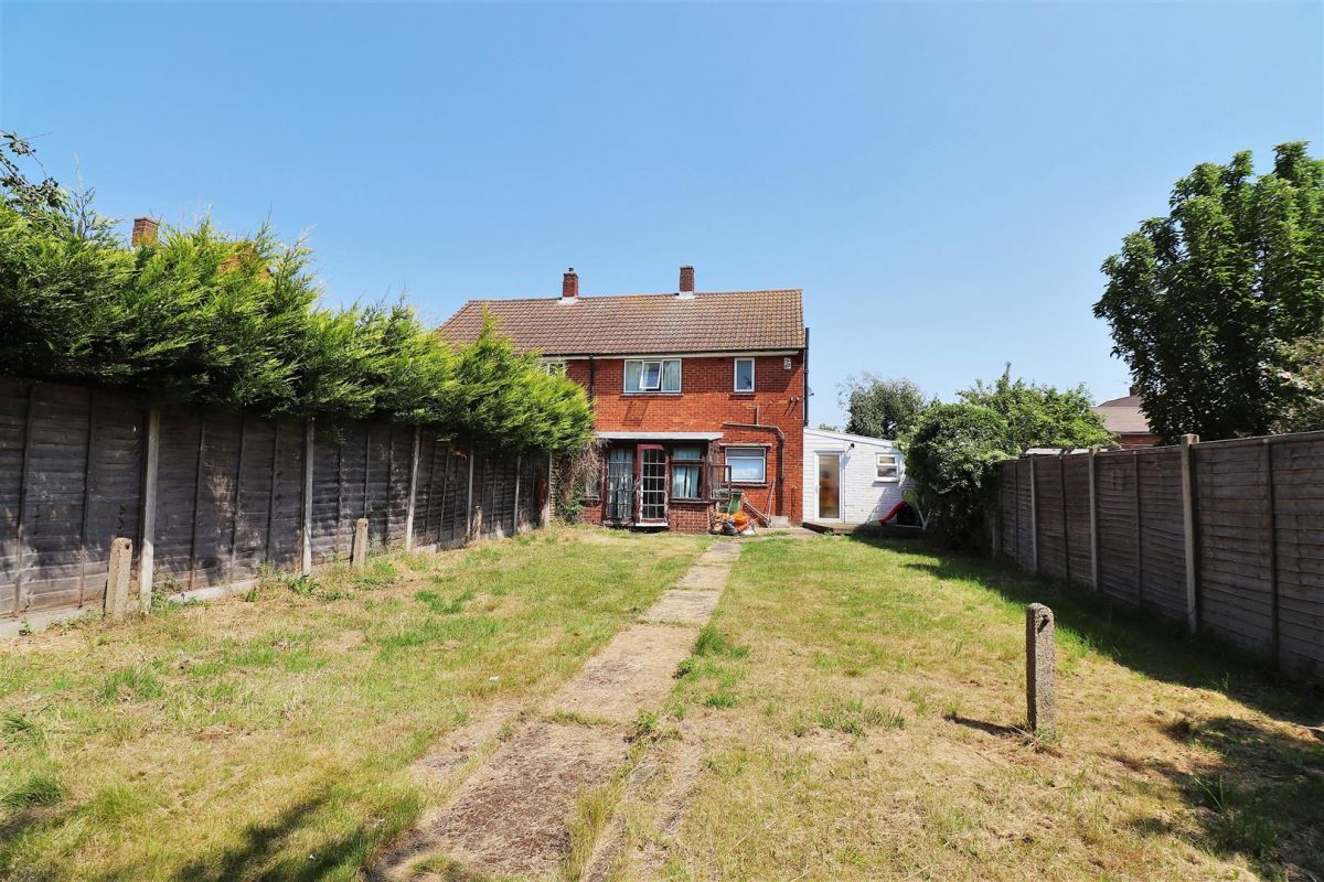 3 Bedroom Semi-Detached for sale in Sidcup, Downe Close