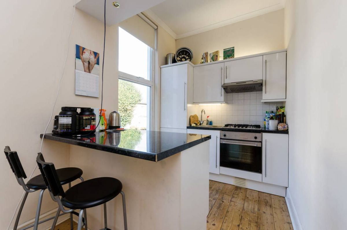 Studio to rent in Ealing, Eaton Rise