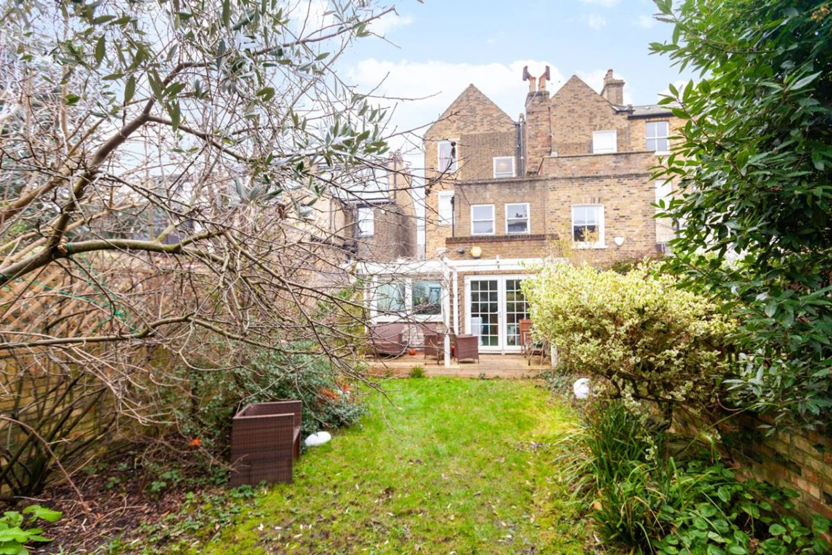 3 Bedroom Flat for sale in Highbury, Highbury Hill