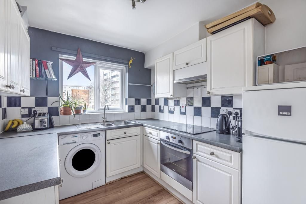 2 Bedroom Flat for sale in Deptford, Berthon Street London SE8