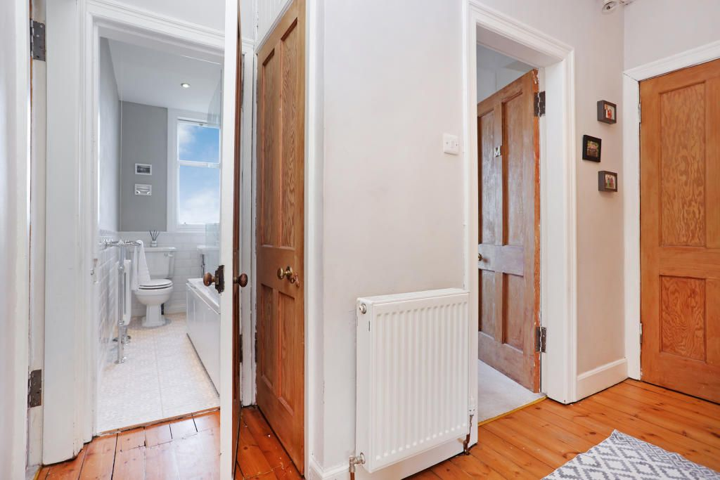 2 Bedroom Flat for sale in Edinburgh, 5 (1F2) Rosebank Grove