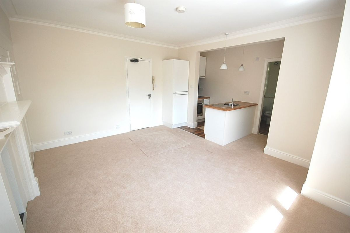 Studio to rent in Bournemouth, 62 R L Stevenson Avenue