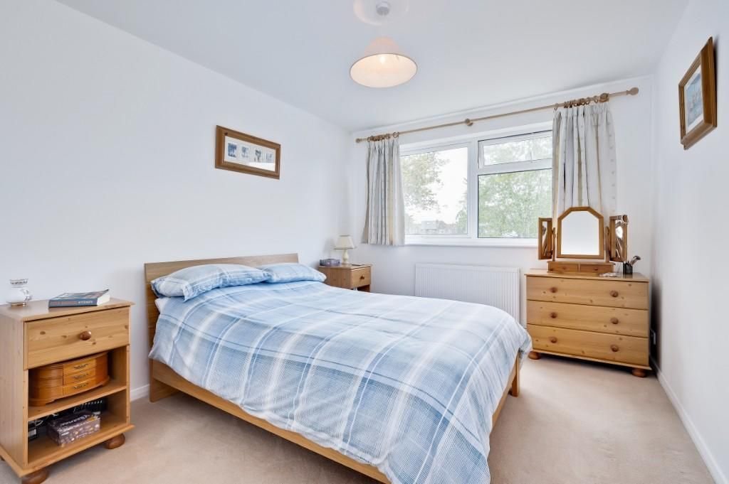 4 Bedroom End of Terrace for sale in Walton On Thames, Church Green