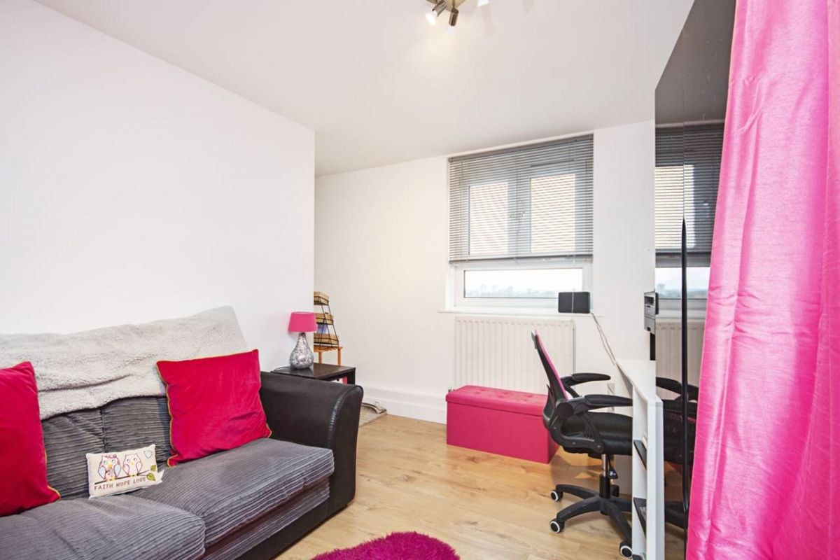 1 Bedroom Flat for sale in Manor Park, Grantham Road