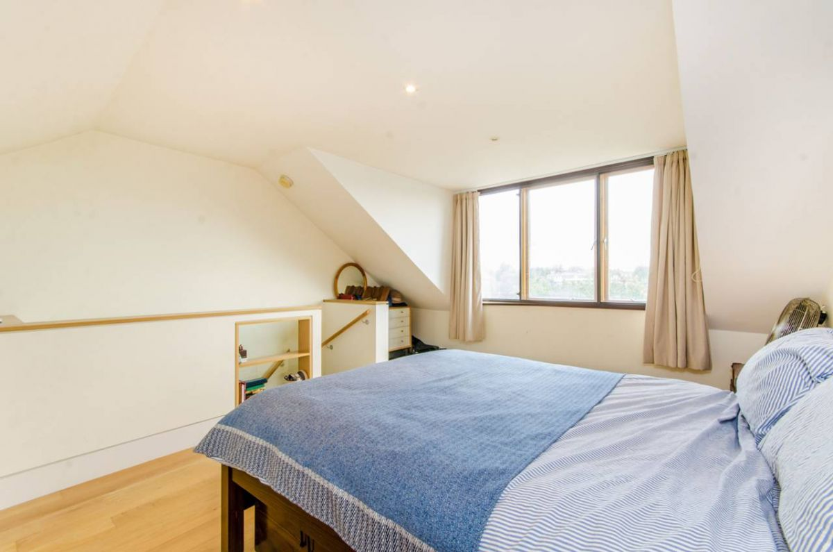 3 Bedroom Maisonette for sale in Highbury, Calabria Road