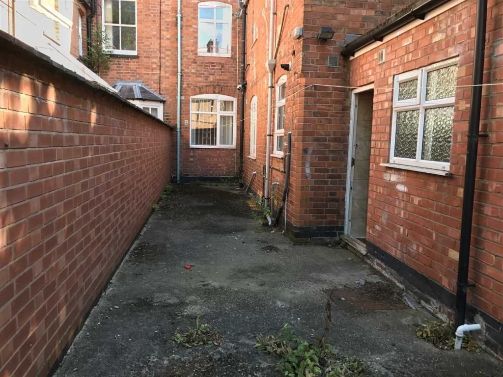 8 Bedroom Terraced to rent in Leicester, Severn Street